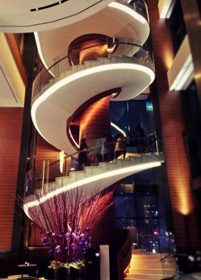 Conrad Seoul_Stunning 36.5m spiral staircase