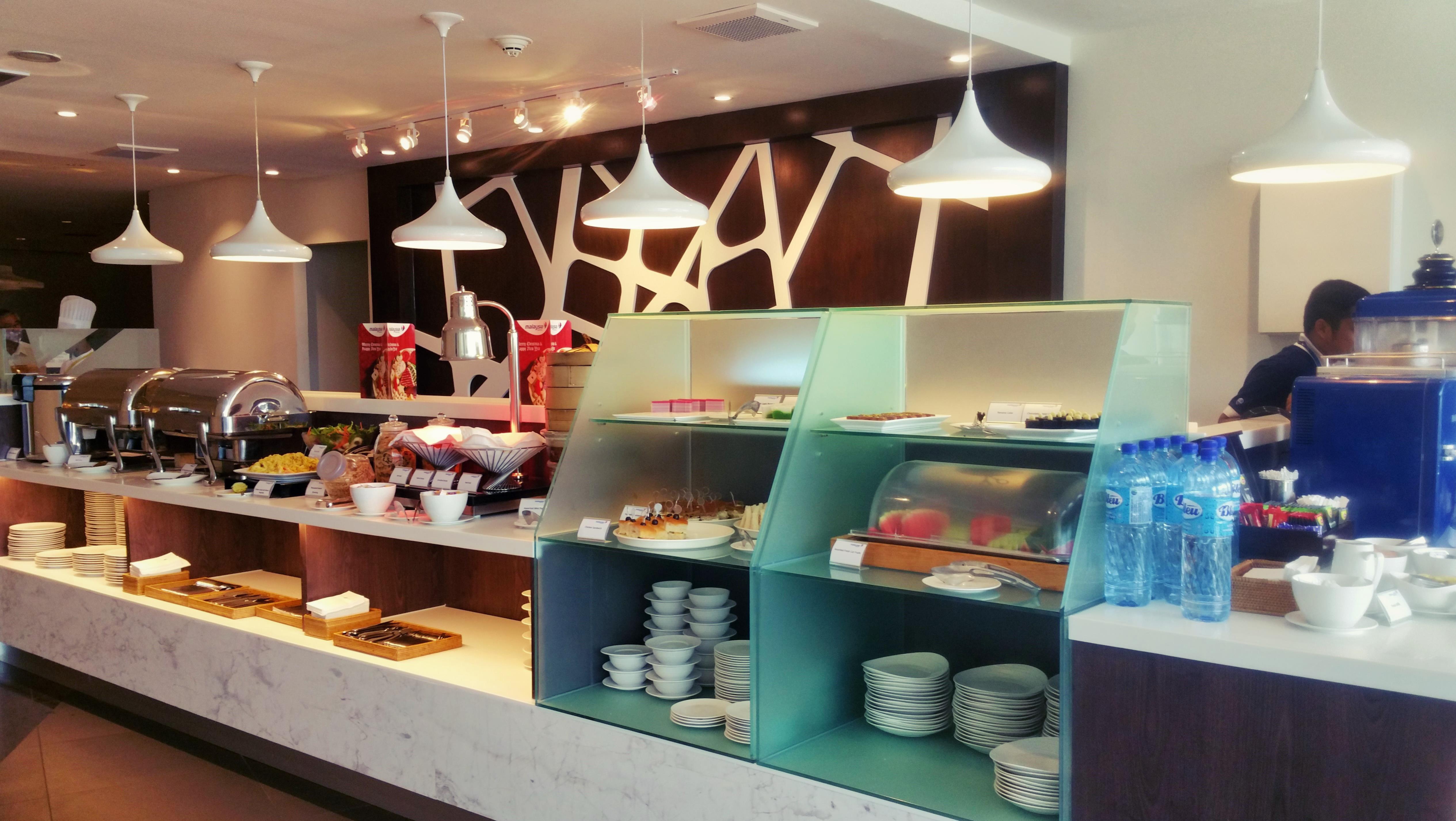 https://multiplyandivide.files.wordpress.com/2015/02/klia_mas-golden-lounge-domestic_buffet-bar.jpg