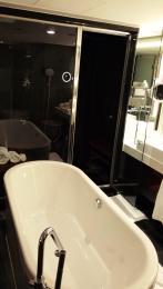 Bath tub in Suite 80 at The Mira Hong Kong